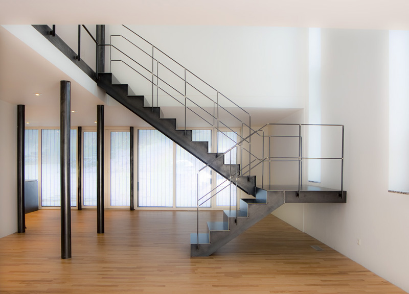 Die moderne stahltreppe für innen und außen in überwältigendem ...